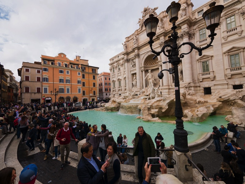 20171125 Trevi Crowds