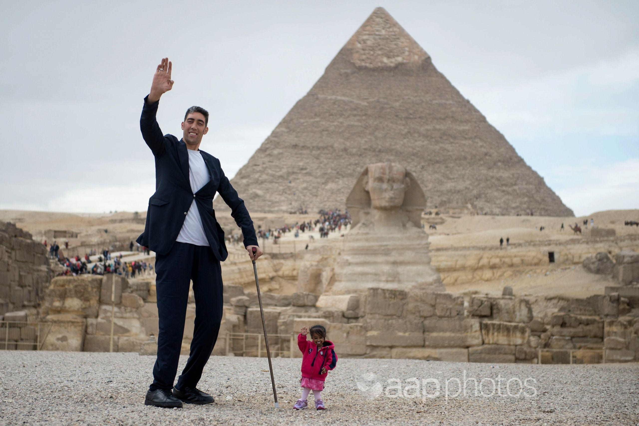 World's tallest man and the shortest woman