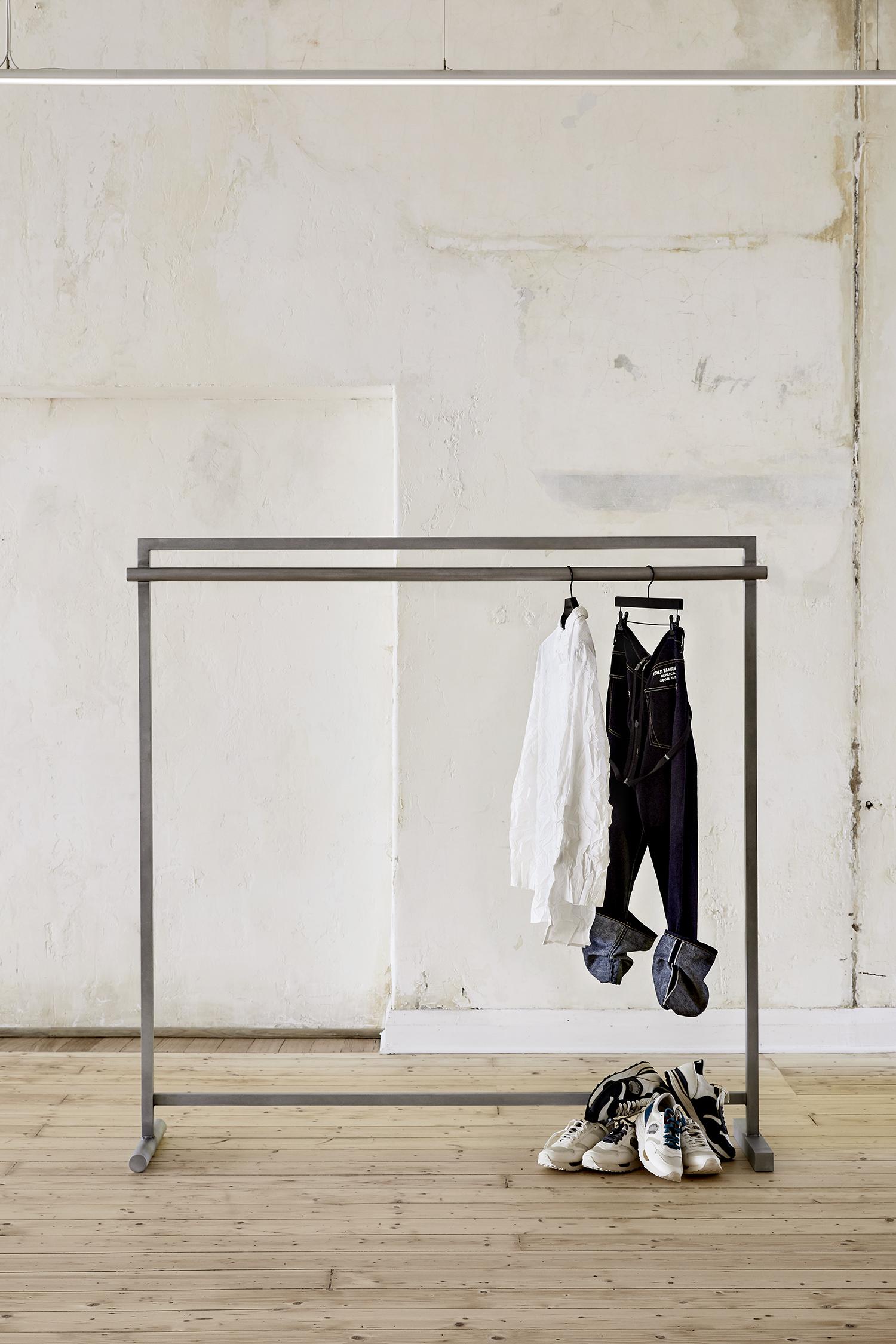 NO 3 Our Clothes Rack03
