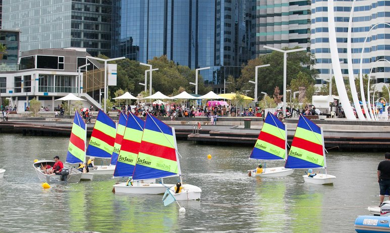 Kids sailing in the Elizabeth Quay inlet