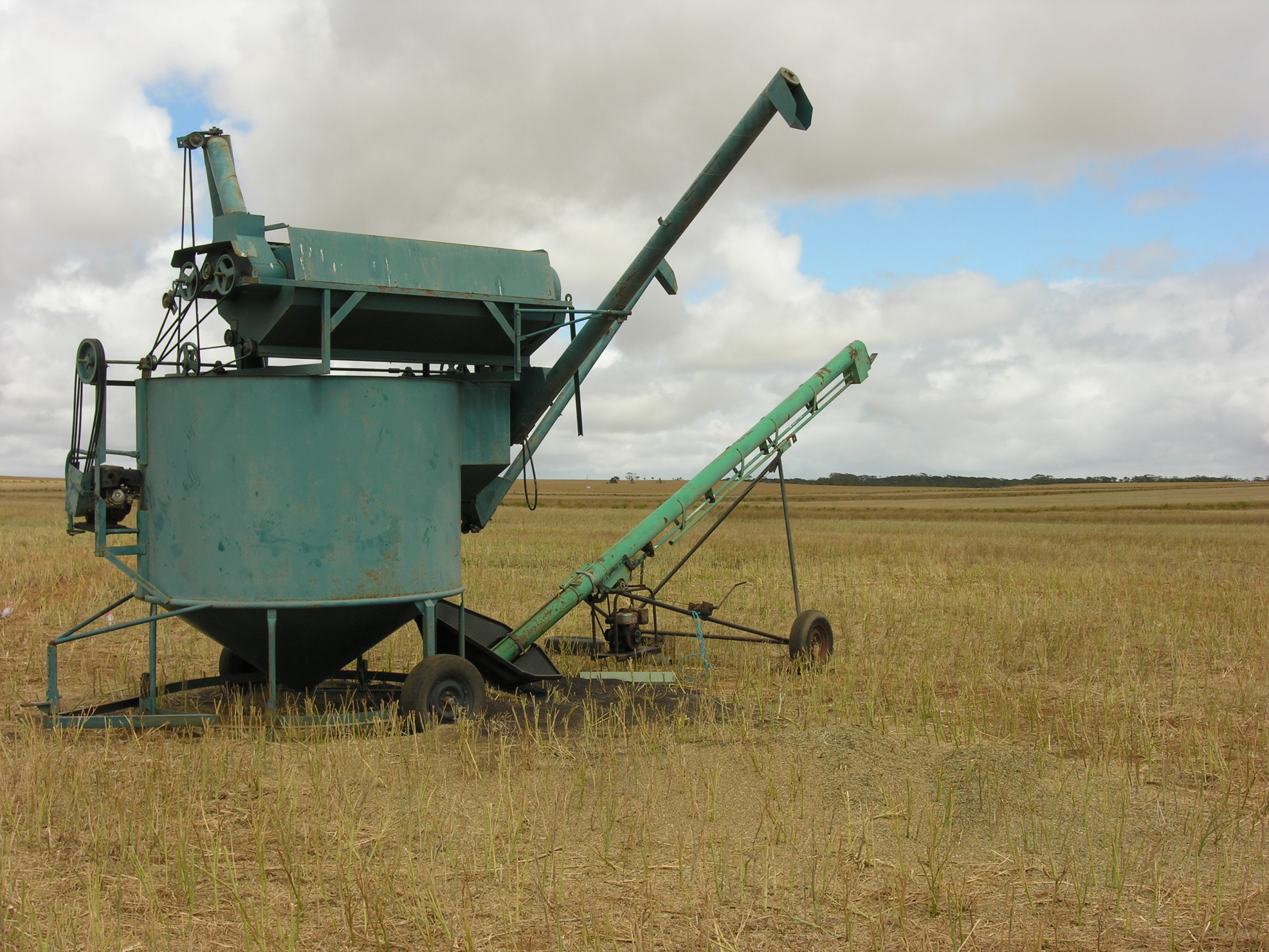 Any cleaning of grower-retained seed is beneficial for reducing weed pressure in the next crop. An in-field rotary screen cleaner can be expected to leave an average 80 weed seeds per 10 kg of grain while a gravity table will produce the cleanest sample, leaving an average 20 weed seeds per 10 kg of grain.