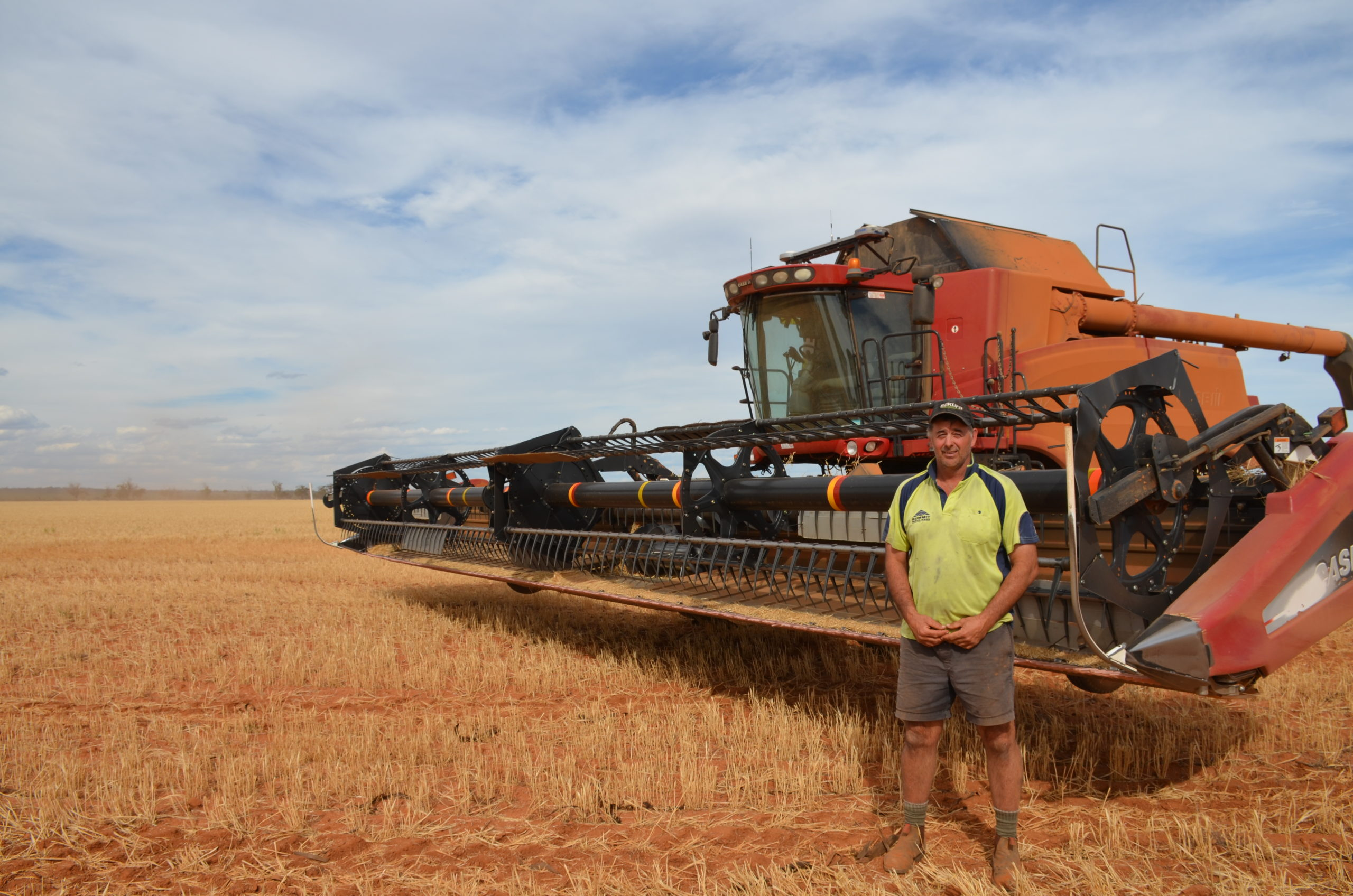 Farmers share their harvest weed seed control experiences with Planfarm Agronomist Dani Whyte