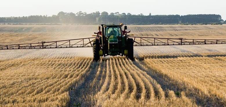 Pre-emergent herbicide application tips with Chris Preston & Heidi Gooden
