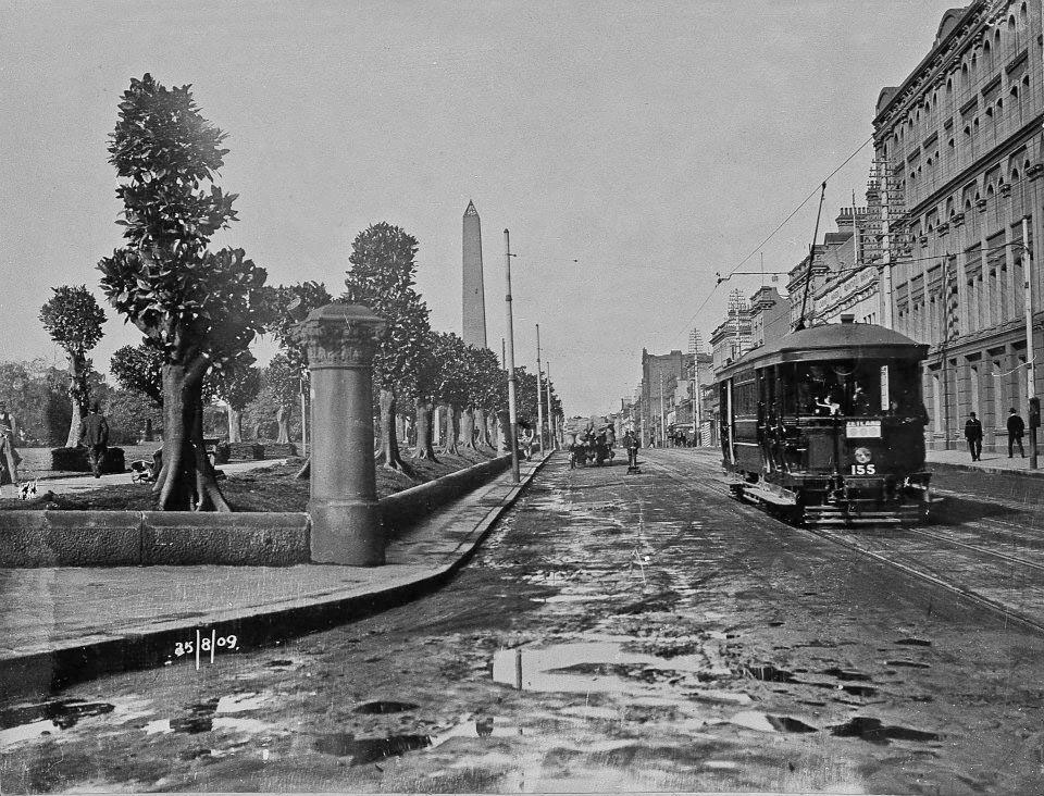 Hyde Park and Elizabeth Street in 1909 (Source : CoS Archives)
