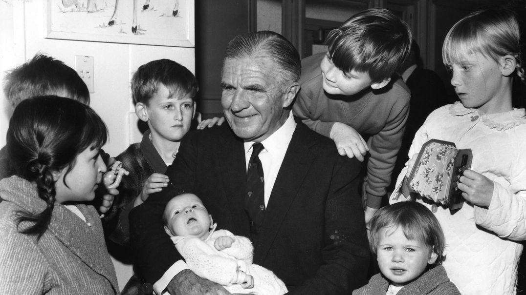 Lorimer Dods and grandchildren