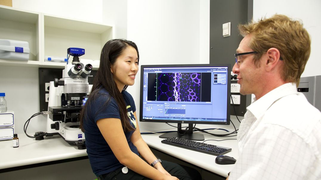 CMRI Research student receives instruction