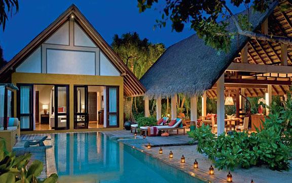 Four-Seasons-Maldives-at-Landaa-Giraavaru-Villa-Bungalow-Exterior-Nightime