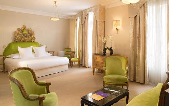 Hotel-Negresco-Nice-Suite-Bed