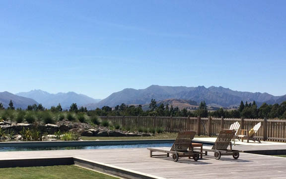 Wanaka luxury apartments, pool and view