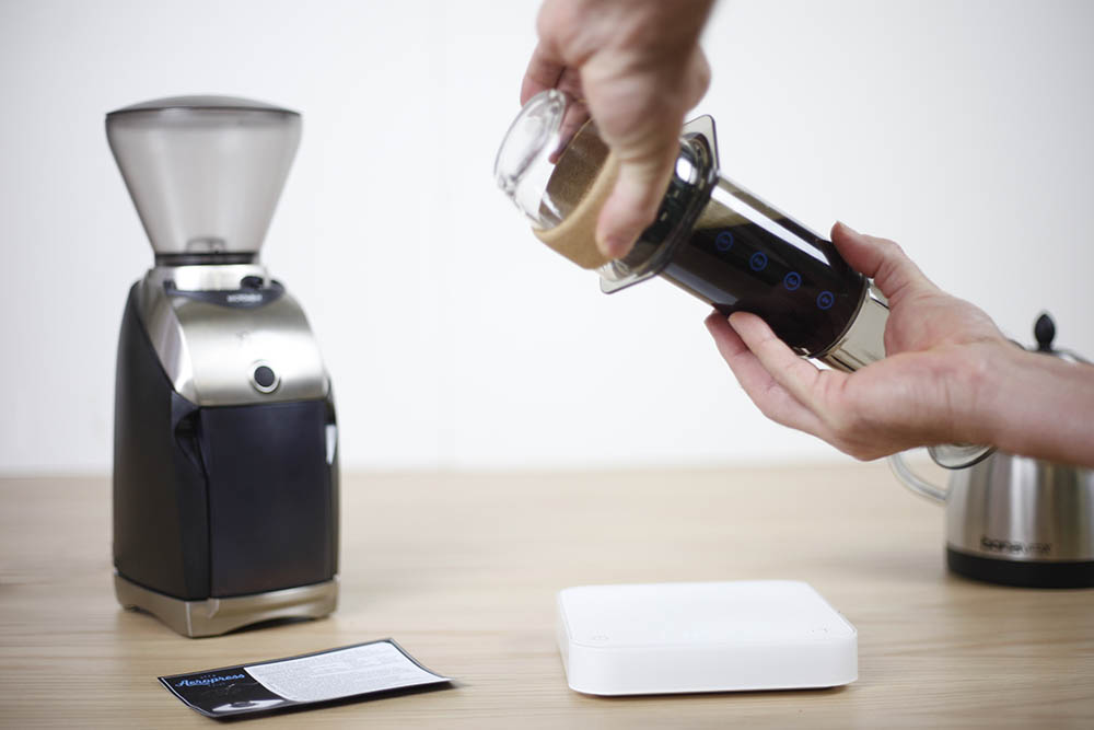 At 2 mins. place your cup upside down on top of the Aeropress and while gripping the cup and Aeropress brew chamber, flip so cup sits right way up on your bench with Aeropress on top ready for plunging