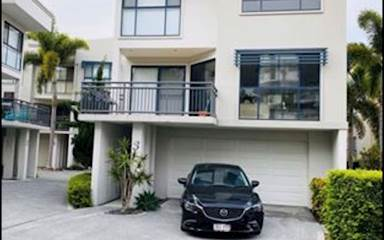 House share Biggera Waters, Gold Coast and SE Queensland $250pw, 3 bedroom house