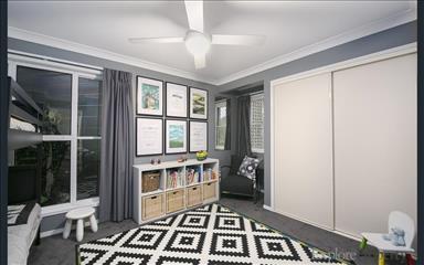 House share Arana Hills, Brisbane $210pw, 3 bedroom house