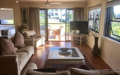 House share Burleigh Heads, Gold Coast and SE Queensland $315pw, 3 bedroom apartment