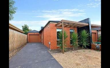 House share Airport West, Melbourne $169pw, 3 bedroom house