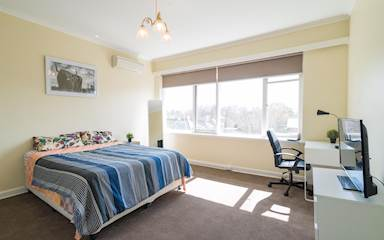 House share Armadale, Melbourne $325pw, 4+ bedroom house