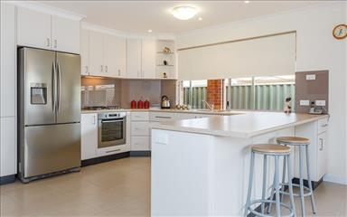 House share Canning Vale, Perth $105pw, 4+ bedroom house