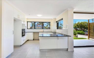 House share Kings Beach, Gold Coast and SE Queensland $420pw, 2 bedroom apartment
