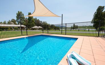 Enjoy a Picturesque Retreat in a Studio or 1-Bedroom Apartment at Leisure Inn Pokolbin Hill