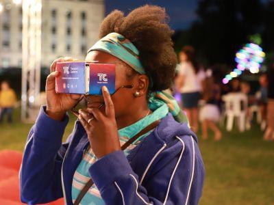 Using Virtual Reality Goggles