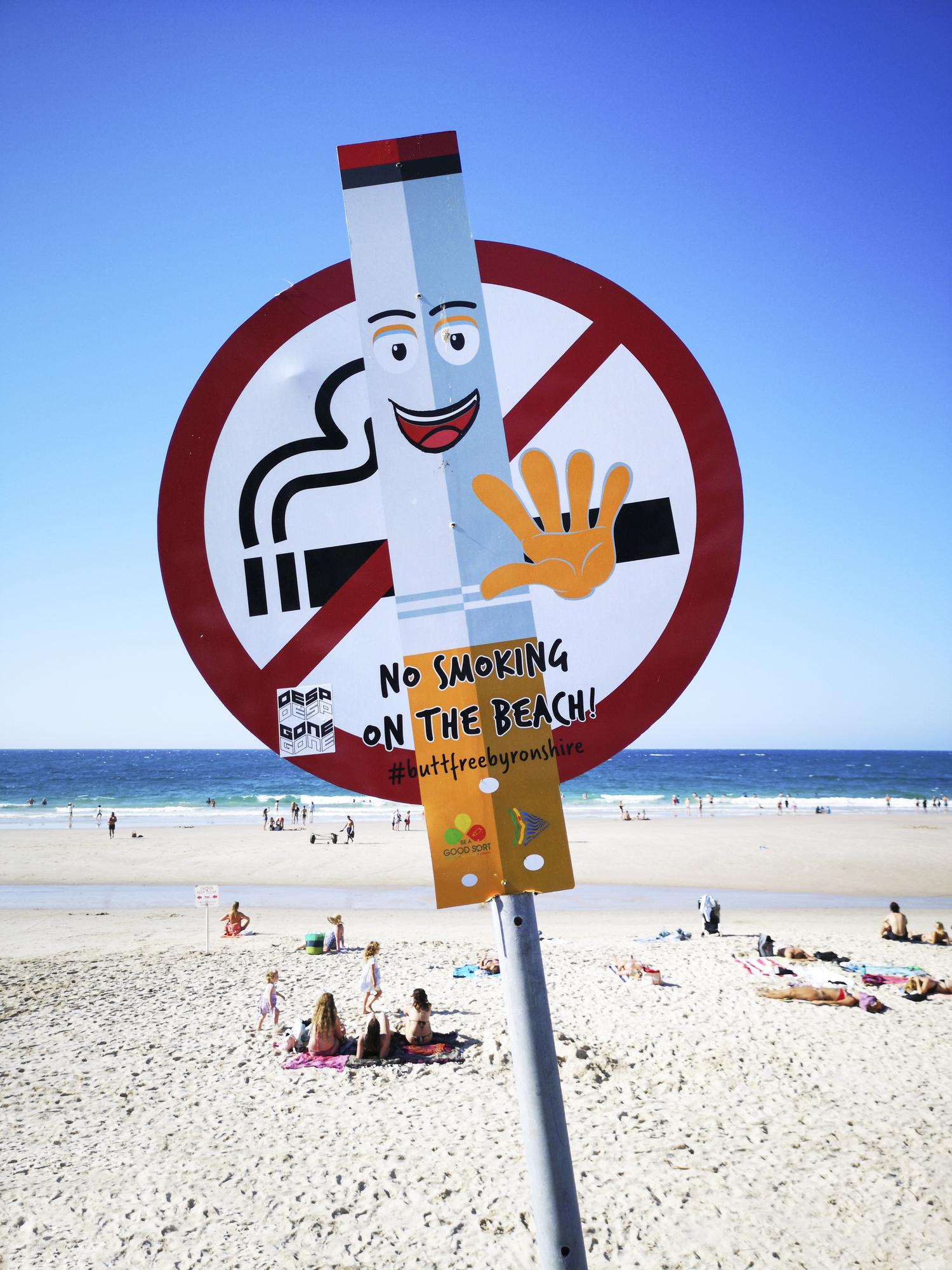 No smoking signage at Byron Bay.