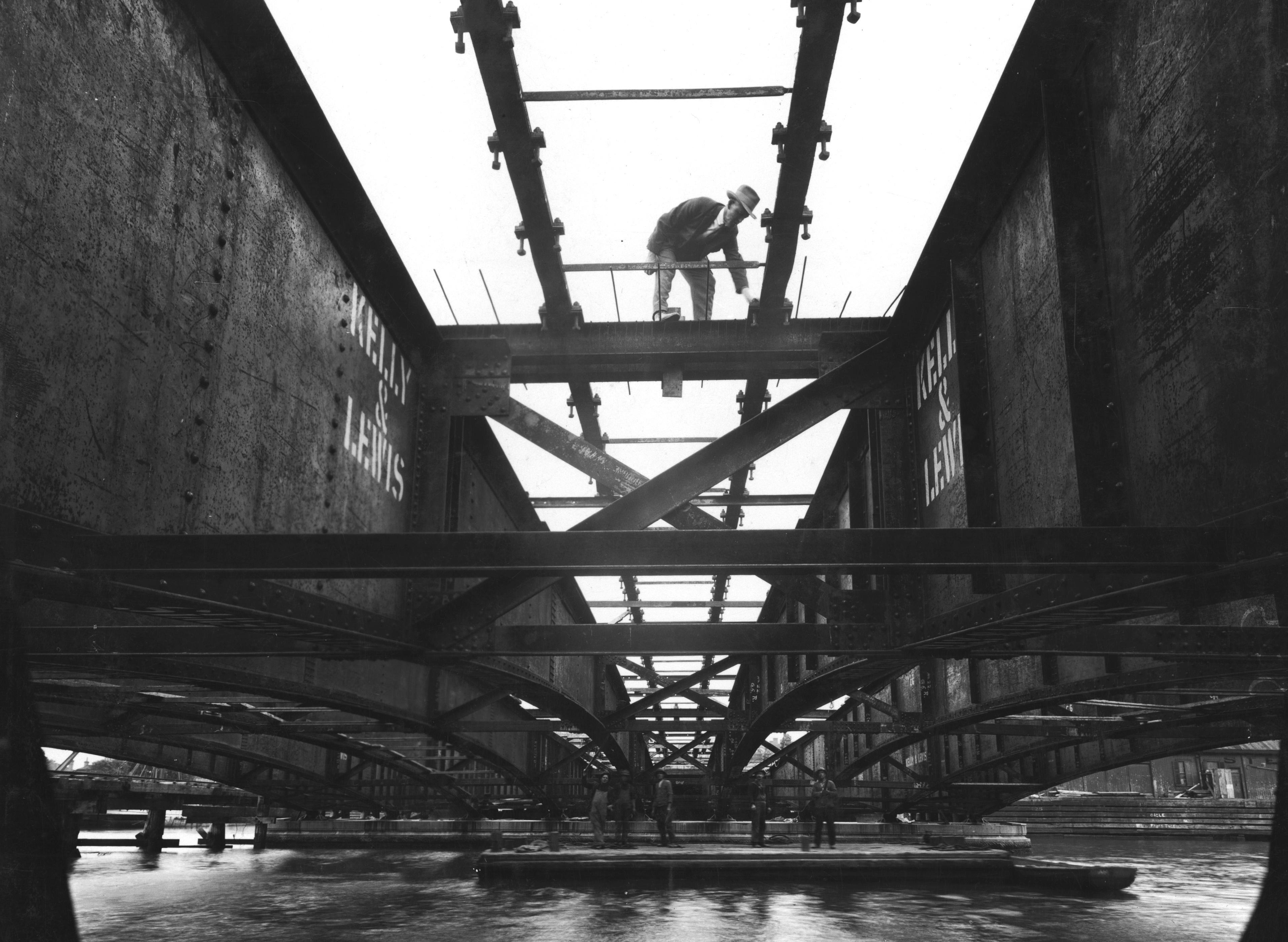 Construction of Spencer Street bridge over Yarra River in 1929-30