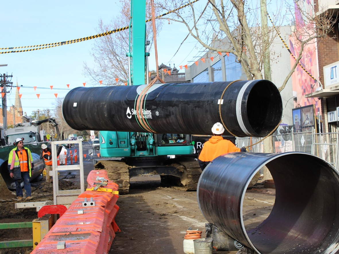 Photo of pipe being lifted into Trench on George St