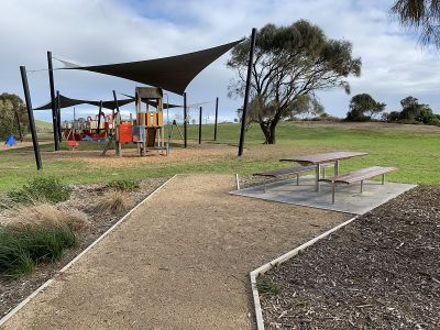 Point Ormond Reserve Playground and picnic table