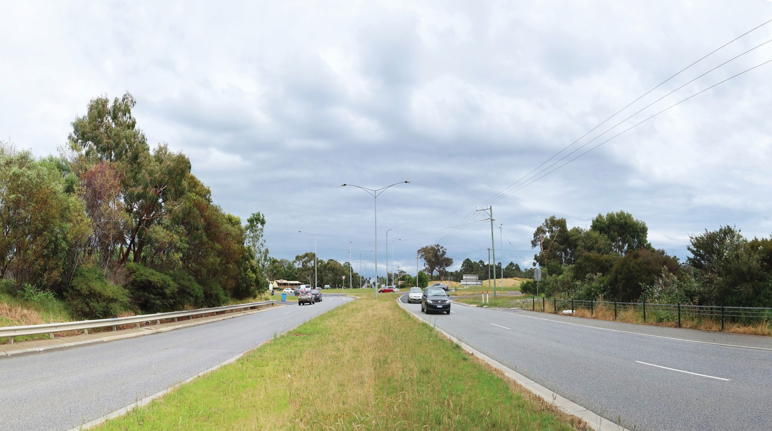 Existing Cranbourne-Frankston Road intersection from the road reserve
