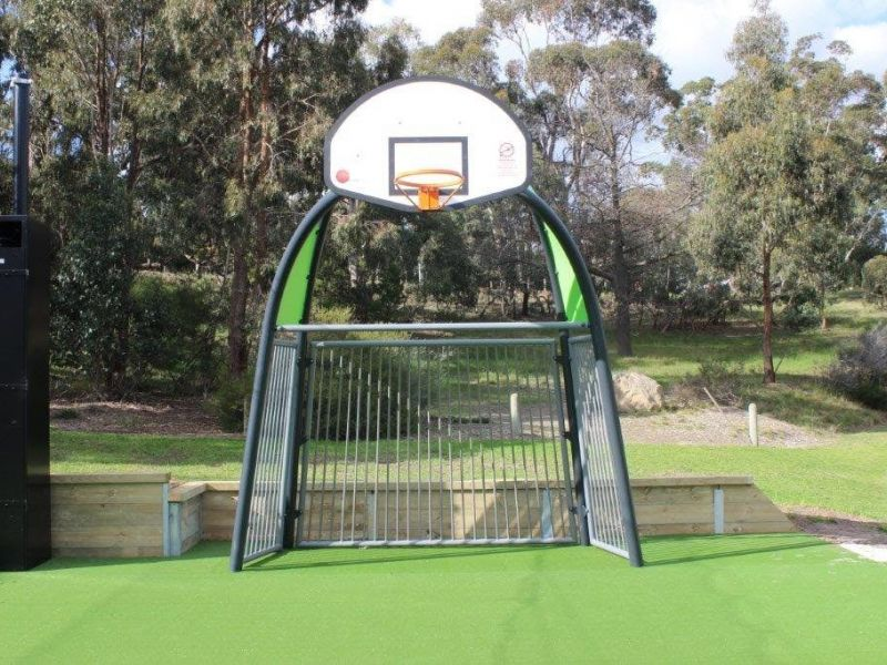 Basketball ring/soccer net combo