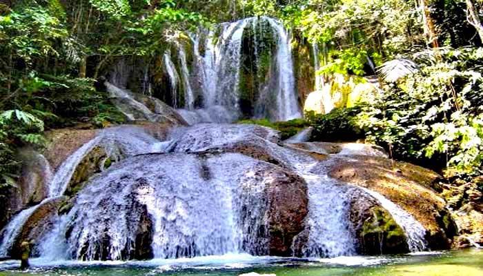 Ayuhulalo Waterfall