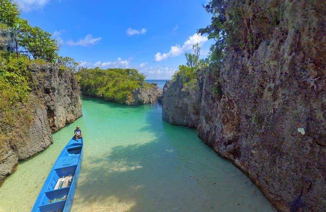 Pantai Sembunyi Maluku
