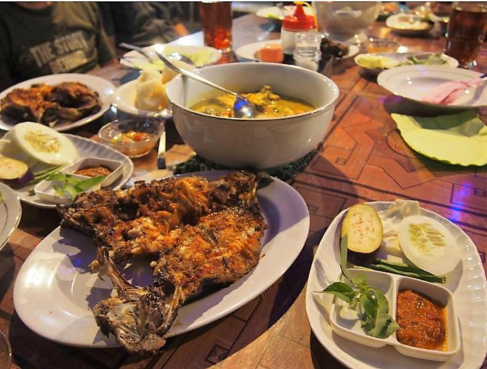 Rumah Makan (RM) Dua Ikan