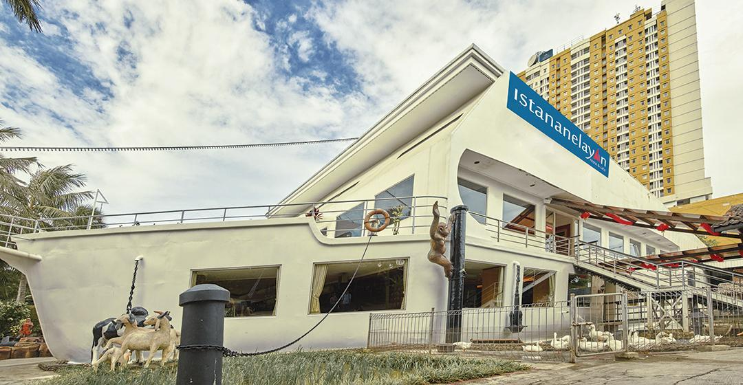 Istana Nelayan Resto & Cafe