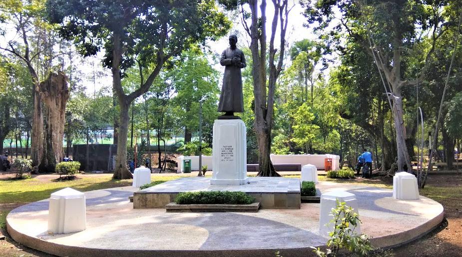 Pastor Verbraak Statue