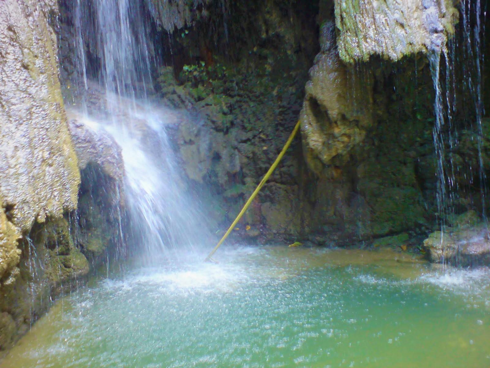 Mo'ambolo Waterfall