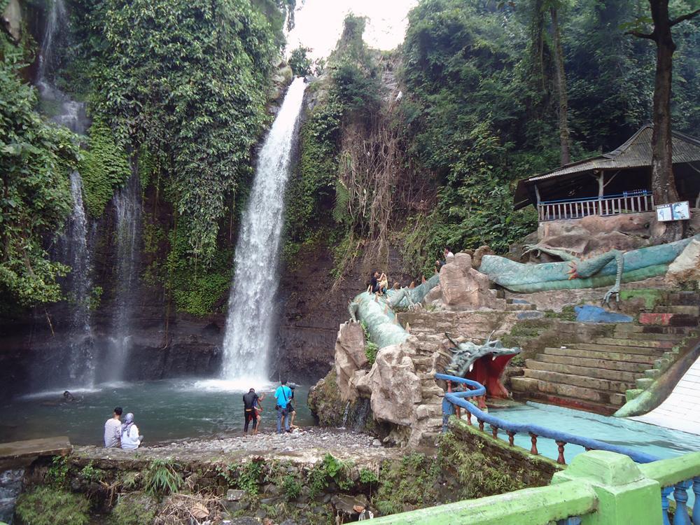 Luhur Waterfall