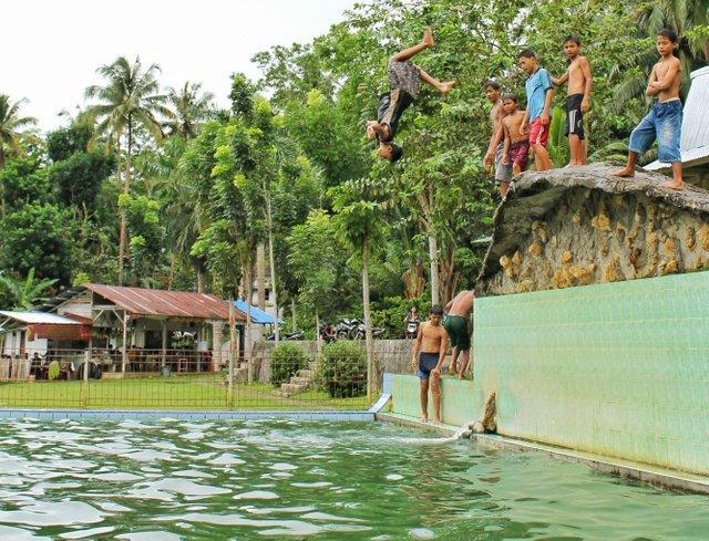Mbombo Aukhu Hot Springs