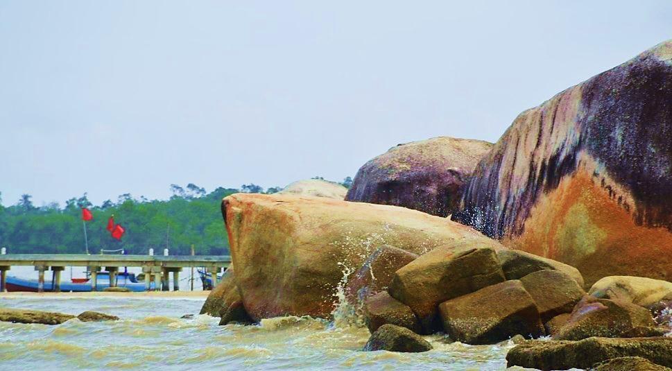 Batu Perahu Beach