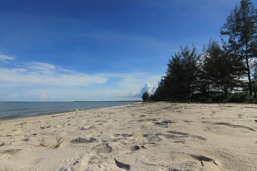 Nyiur Melambai Beach