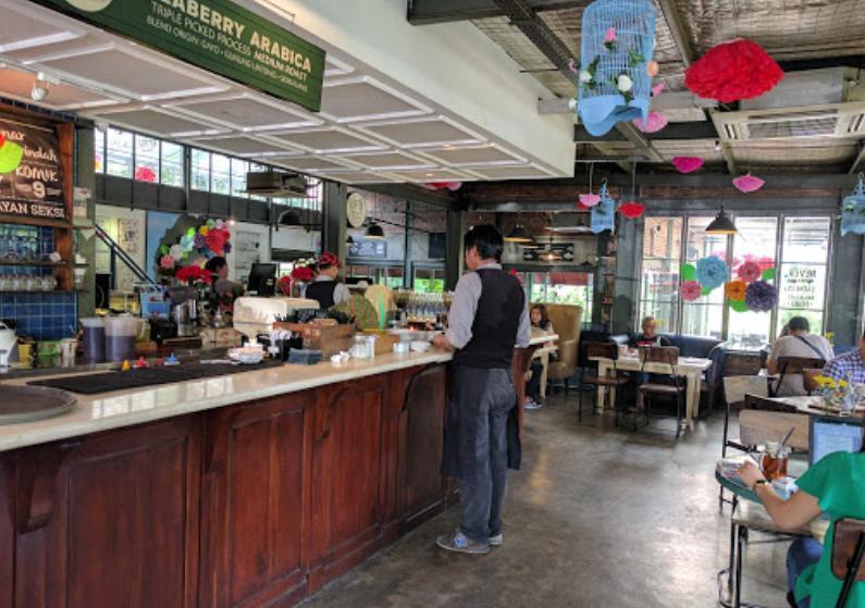 Lot 9 Cafe & Restaurant