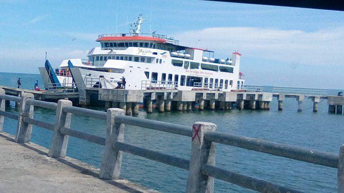 Pelabuhan Ferry Labuan Haji- Sinabang