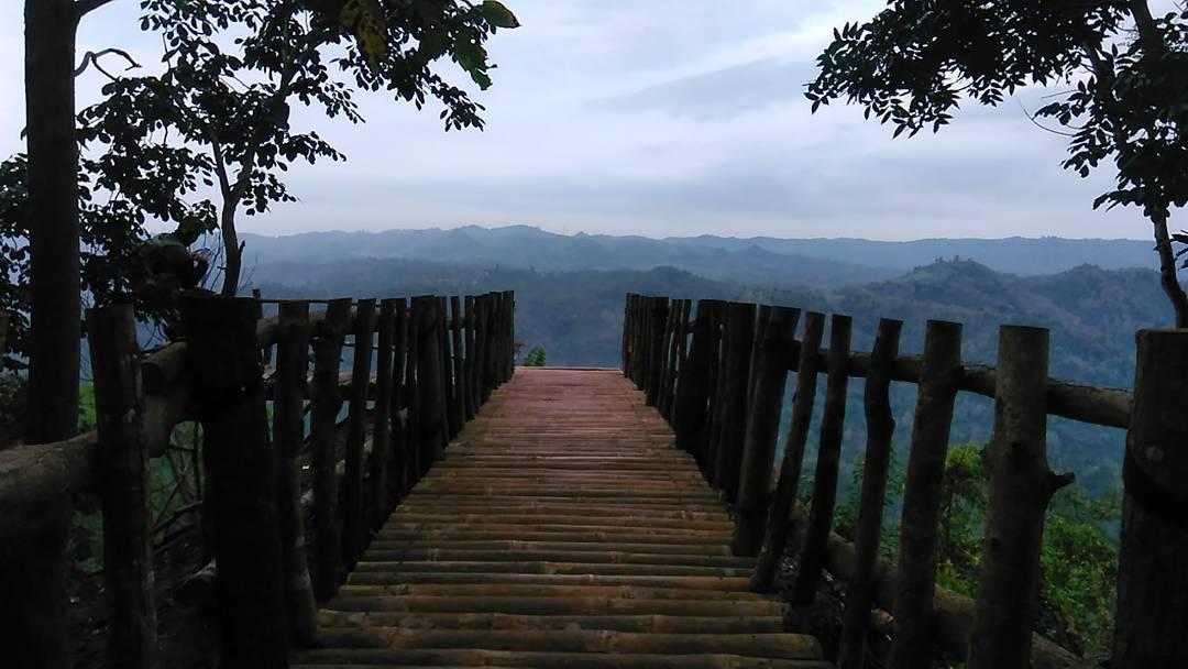 Wisata Alam Watu Lawang
