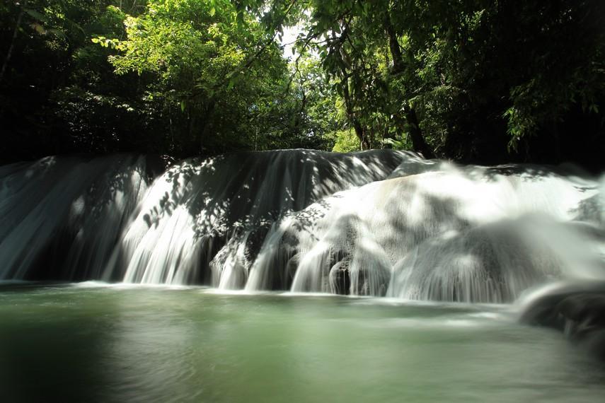 Lumoli Waterfall