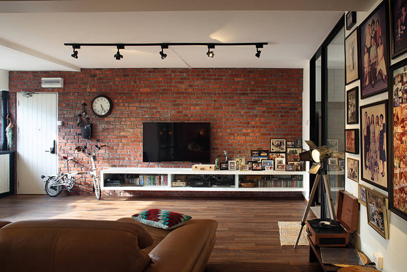 Three Generations Live Under One Roof In This Eclectic 5