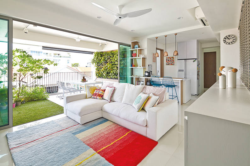 5 Homes that cleverly introduce pops of colour to an all-white ...