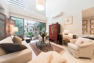 Heritage and culture reign in this gallery-like 4-room condo