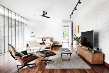 White and wood reign supreme in this airy bungalow