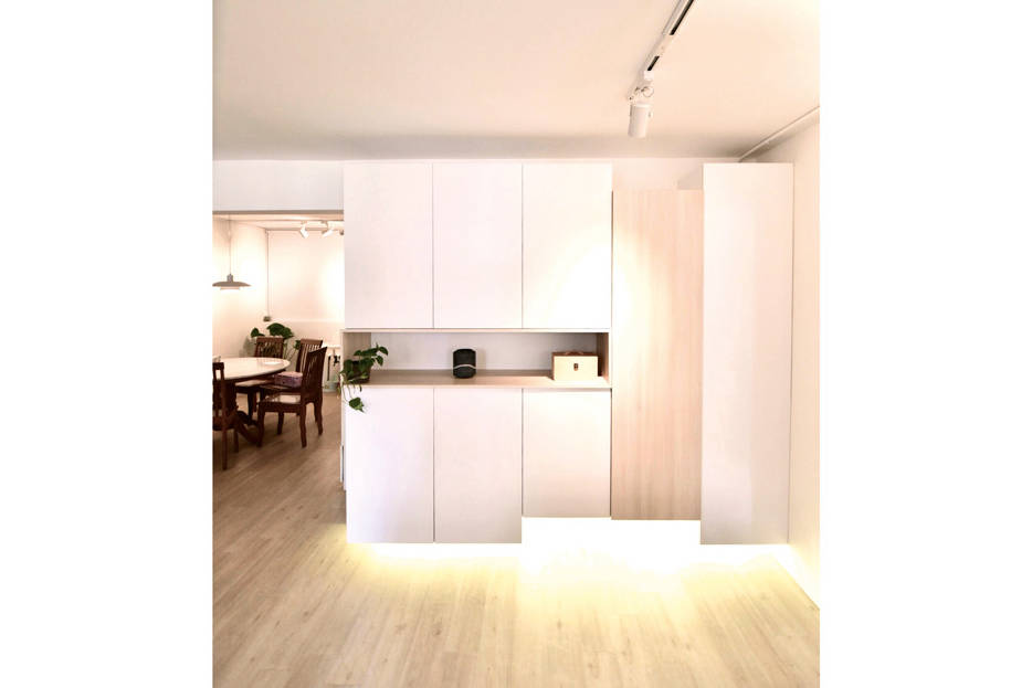 A Jumbo Hdb Flat With White And Wood Tones Lookboxliving