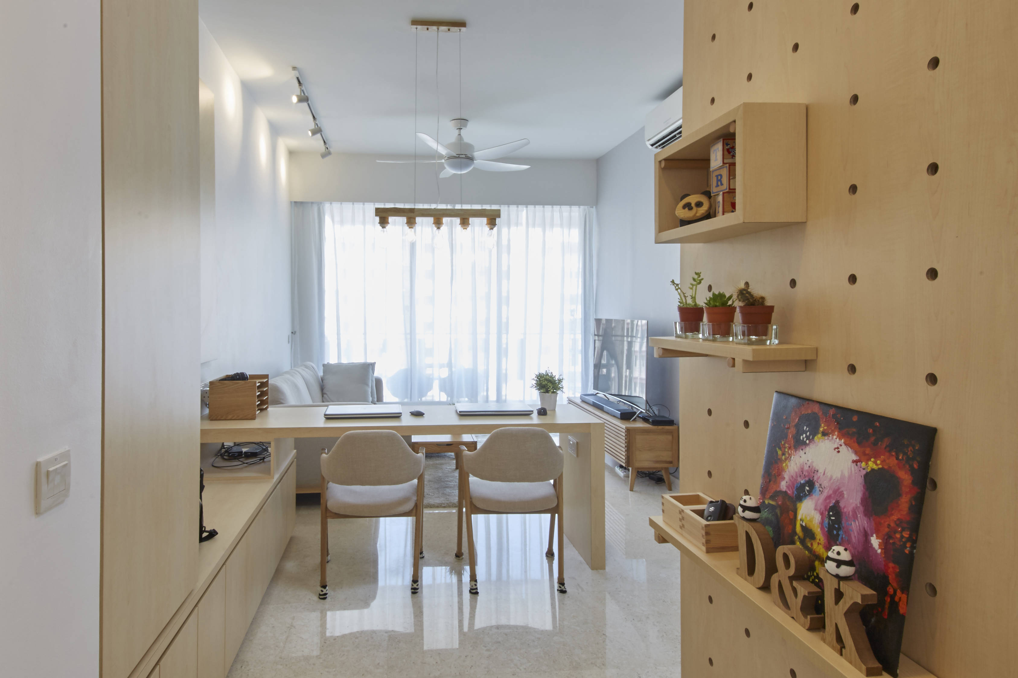& A simple design and restful feel in this 3-bedroom condo | Lookboxliving
