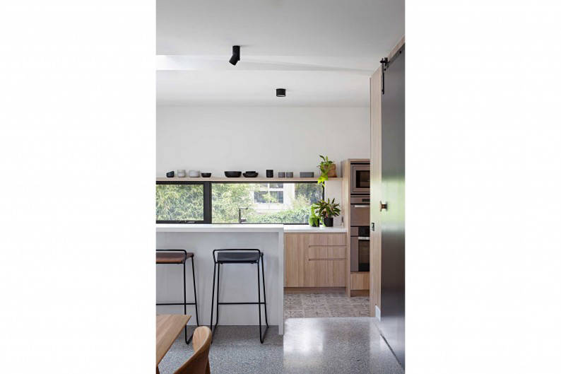 Inbetween_Architects_Ruffey_Lake_House_kitchen